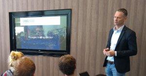 Robert van den Berg geeft presentatie